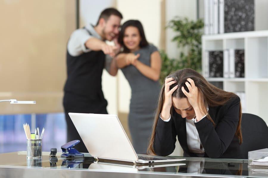 Vad innebär mobbning på arbetet?